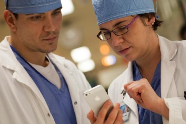 Smartphones, exames e o atendimento emergencial de pacientes