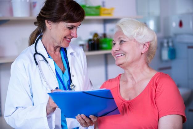 paciente-consultar-medico_1170-2110