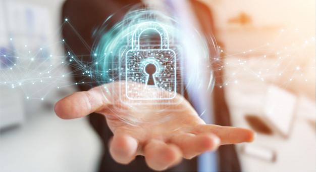 empresario-usando-candado-digital-proteccion-datos_117023-174